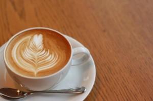 カフェラテにもカフェインは入っています。