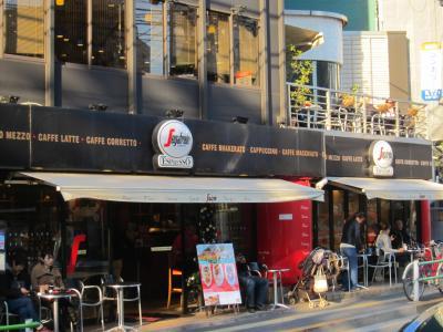 事務所近くのザネッティ広尾店は場所柄なのか外国人がかなり多いです。